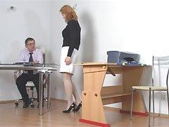 волосатые Дженна получает ее киска мокрая и мастурбирует