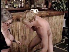 Две лесбиянки бабули трахаться с мужчинами.