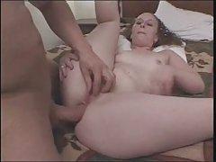 Пожилые блондинка секретарша играет с ее мокрую розовую киску