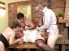 Сексуальная зрелая секретарша вся мода чулки