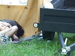 Молодая девушка очень сексуальная Эмо мастурбирует на камеру