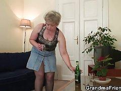 Грудастая мама соблазняет ее сын