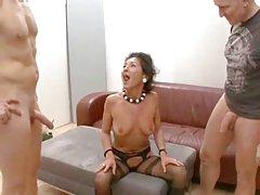 Очень сексуальный секс втроем с 2 Симпатичные подростки