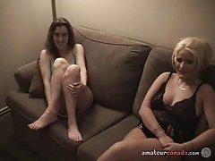 Две лесбиянки мамочки канадский взаимно мастурбировать в гостиничном номере