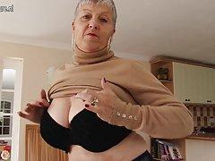 Ксана - португальская порнозвезда. (старинные сцены)