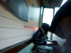 Общественный мастурбация в автобусе и поезде