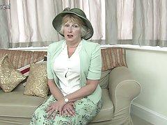 Британские леди показывает ее непослушный сторона