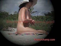 Молодая девушка мастурбирует поймали на скрытую камеру