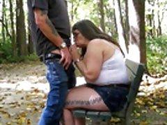 Огромная грудь Зрелые мамы, играя с ее старый киска