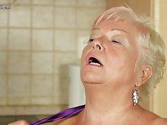Настоящая бабушка жаждет хорошего траха