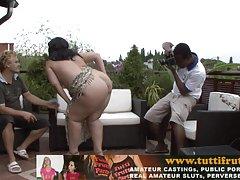 Горячая русская мама трахается с двумя парнями