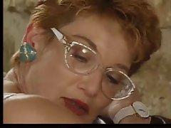 Зрелая рыжая французская медсестра трахаться с двумя большими членами