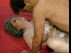секс в постели с женой и creampie