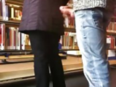 Высокая девушка, короткая юбка
